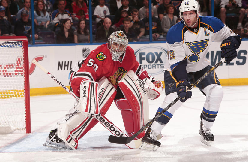 Corey Crawford protects his net against David Backes.