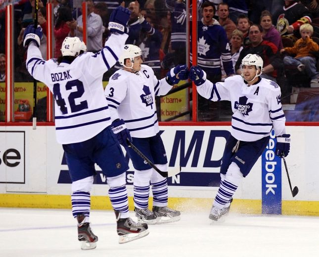 Leafs players celebrate a goal as they clinch a playoff spot for the first time in 9 years.  Image courtesy of the Toronto Sun.