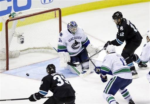Patrick Marleau proves how gutless he is by potting the overtime winner. Image courtesy of sports.yahoo.com.