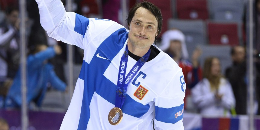 Teemu Selanne ended his Olympic career with a bang, delighted most hockey fans regardless of loyalties. (Image courtesy of zastavki.com)