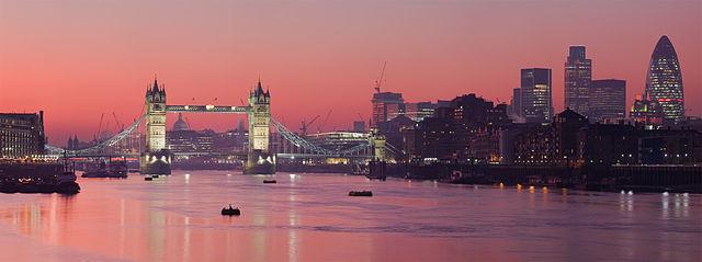 http://upload.wikimedia.org/wikipedia/commons/thumb/6/6e/London_Thames_Sunset_panorama_-_Feb_2008.jpg/1920px-London_Thames_Sunset_panorama_-_Feb_2008.jpg