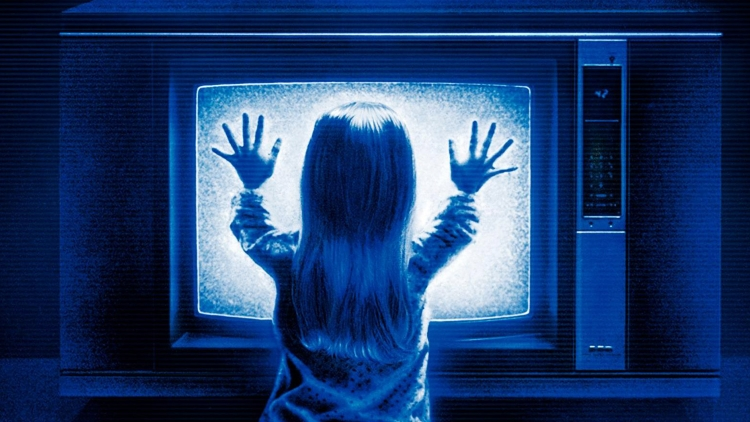 http://scifireview.com/wp-content/uploads/2014/10/poltergeist.jpg